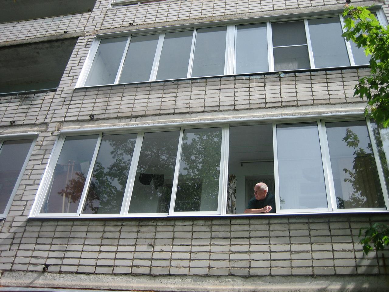 Можно ли курить на общем балконе многоквартирного дома?.
