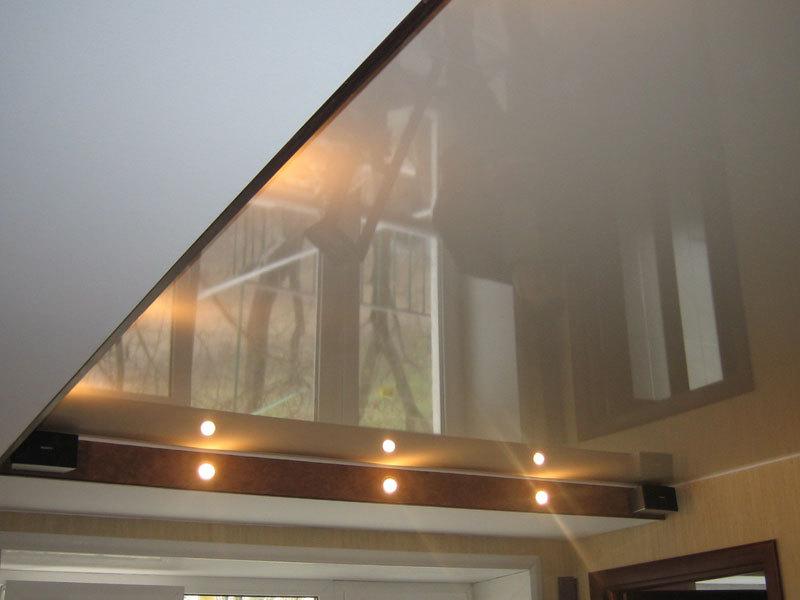 Лаковый натяжной потолок фото