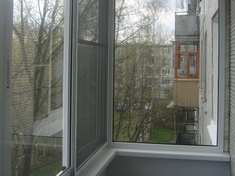 Москитная сетка на алюминиевый балкон фото.